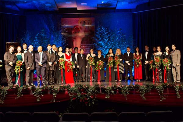Zandonai2015_vincitori-sul-palco-con-giuria