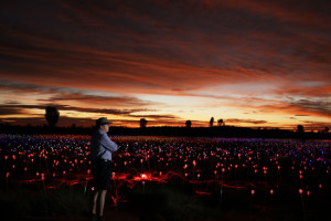 Bruce-Munro-at-Field-of-Light_CREDITO-Mark-Pickthall