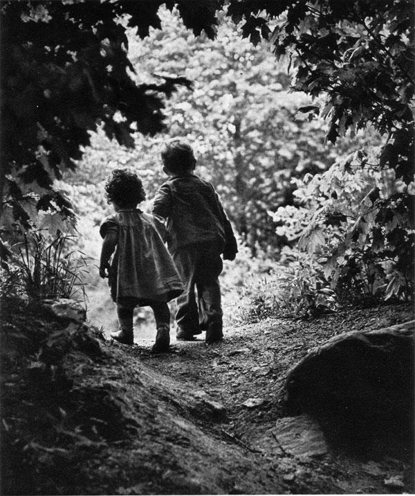 Fotografia-Eugene-Smith-walk--Paradise-Garden