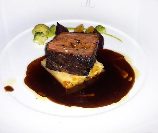 Everest-Restaurant-Chicago-filetto