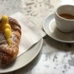 Bar, al mattino quasi un rito: caffè e cornetto