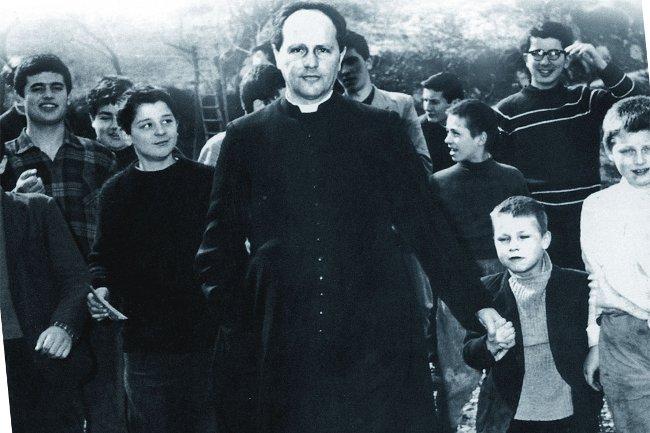 Don Milani, vivere il vangelo accanto agli operai, ai giovani