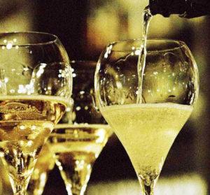 Champagne Experience rinviata